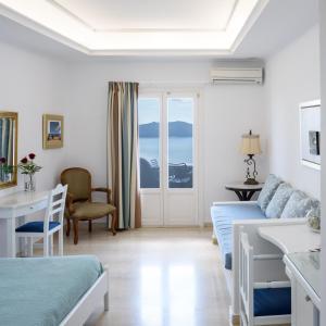 A seating area at Villa Renos Hotel