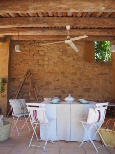 Un restaurante o sitio para comer en Casa Les Germanes
