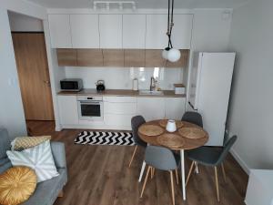 Kuchyň nebo kuchyňský kout v ubytování Apartament Zajezdnia Wrzeszcz - blisko plaży