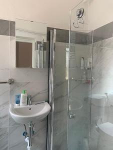 Um banheiro em Archie's House