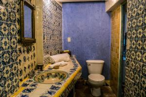 A bathroom at Casa de Espíritus Alegres