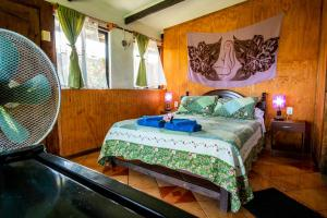 A bed or beds in a room at Cabañas Keuhenua