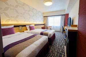A bed or beds in a room at Hotel Metropolitan Edmont Tokyo