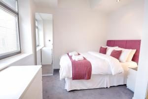 A bed or beds in a room at Roomspace Serviced Apartments - Watling Street