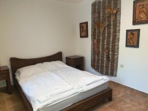 Кровать или кровати в номере MONASTERY Apart Complex