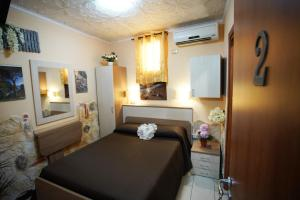 A bed or beds in a room at Golden Dreams