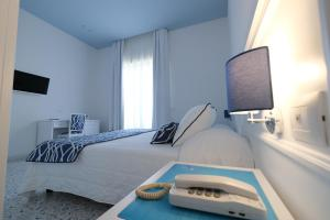 A bed or beds in a room at Hotel Hermitage Terme & Spa