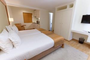 A bed or beds in a room at Lagoa Hotel