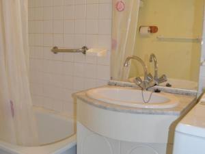 A bathroom at Rental Apartment Les Terrasses Du Port