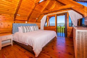 A bed or beds in a room at Abalone Lodges