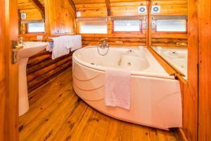 A bathroom at Abalone Lodges
