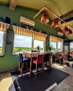 Restoran ili drugo mesto za obedovanje u objektu Lola Almost Home