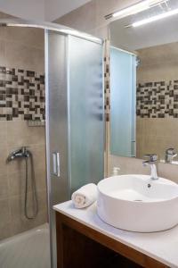 Ein Badezimmer in der Unterkunft Sirines Apartments