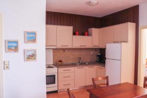 Küche/Küchenzeile in der Unterkunft Sirines Apartments
