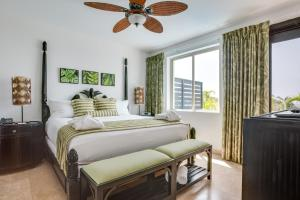 A bed or beds in a room at Las Terrazas Resort & Residences