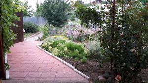 Сад в Guest House Bober