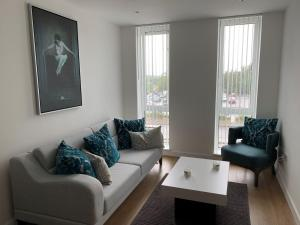 A seating area at Bracknell - Stunning 2 bedroom Flat with Spectacular Views