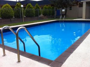 The swimming pool at or near Junction Motel