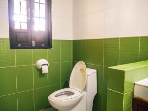 A bathroom at Fueangfu Villa