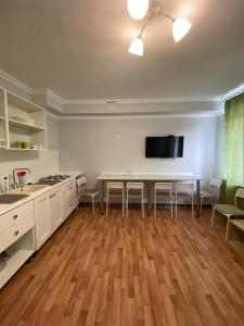A kitchen or kitchenette at Лайм