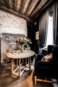 A seating area at Hotel De Castillion - Small elegant hotel