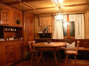 Ein Restaurant oder anderes Speiselokal in der Unterkunft Gasthaus Engel
