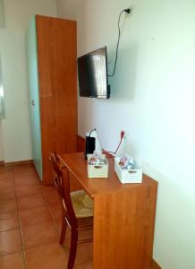 A television and/or entertainment center at Albergo Acampora