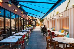 مطعم أو مكان آخر لتناول الطعام في Mama Shelter Toulouse