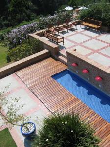 Uma vista da piscina em Pousada do Cedro ou nos arredores