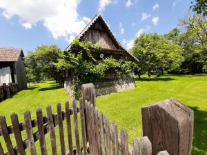 Jardin de l'établissement Ethno Village Stara Lonja