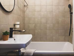 "Ванная комната в Апартаменты - квартиры ""Мира"""