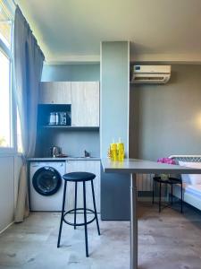 """Кухня или мини-кухня в Апартаменты - квартиры """"Мира"""""""