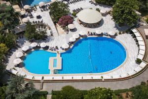 Вид на бассейн в Hilton Istanbul Bosphorus или окрестностях