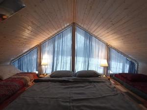 Кровать или кровати в номере Eco-Usadba Belovo