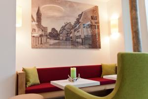 A seating area at Hotel Zur Post