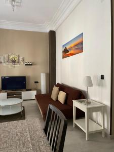 A seating area at Apartamentos Turia