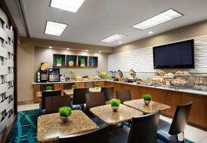 A restaurant or other place to eat at SpringHill Suites Phoenix Downtown