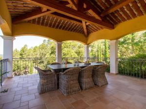 A balcony or terrace at French Villa in Le Muy countryside with private pool