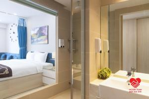 A bed or beds in a room at Victor Gold Coast Nha Trang