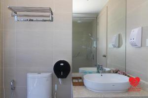 A bathroom at Victor Gold Coast Nha Trang