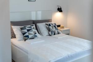 A bed or beds in a room at Maslina Apartments