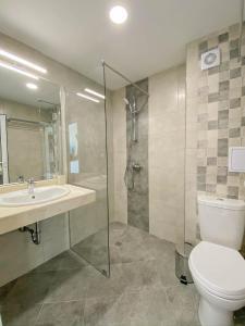 A bathroom at Семеен хотел Сирена