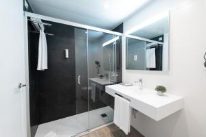 Een badkamer bij Aparthotel Atenea Barcelona