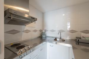 A kitchen or kitchenette at Aparthotel Atenea Barcelona