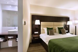 Een bed of bedden in een kamer bij Hotel Charleroi Airport - Van Der Valk