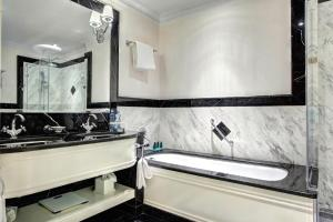 A bathroom at The State Hermitage Museum Official Hotel