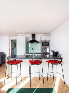 A kitchen or kitchenette at Church Street by Supercity Aparthotels