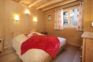 A bed or beds in a room at Chalet Faverot 1