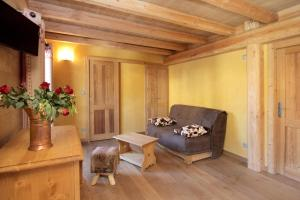 A seating area at Chalet Faverot 1