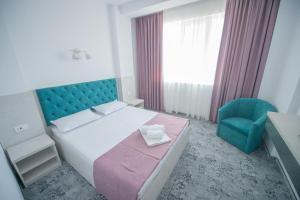 Un pat sau paturi într-o cameră la Olguta